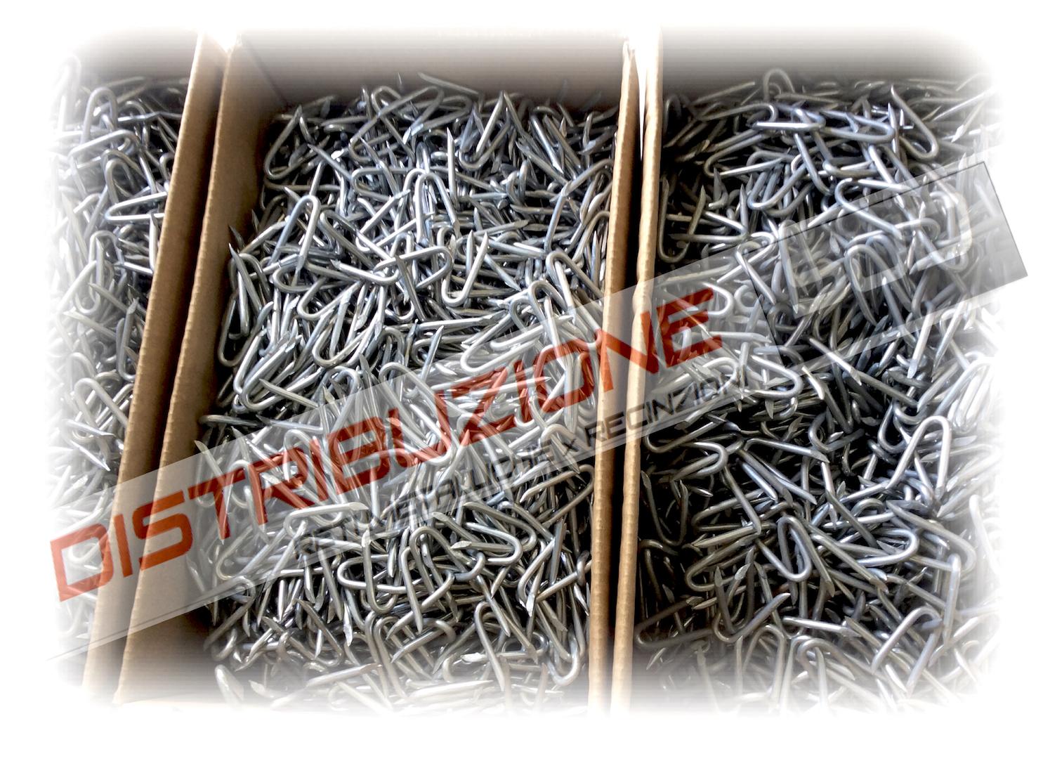 confezioni di chiodi per fissaggio rete e filo a palo di castagno