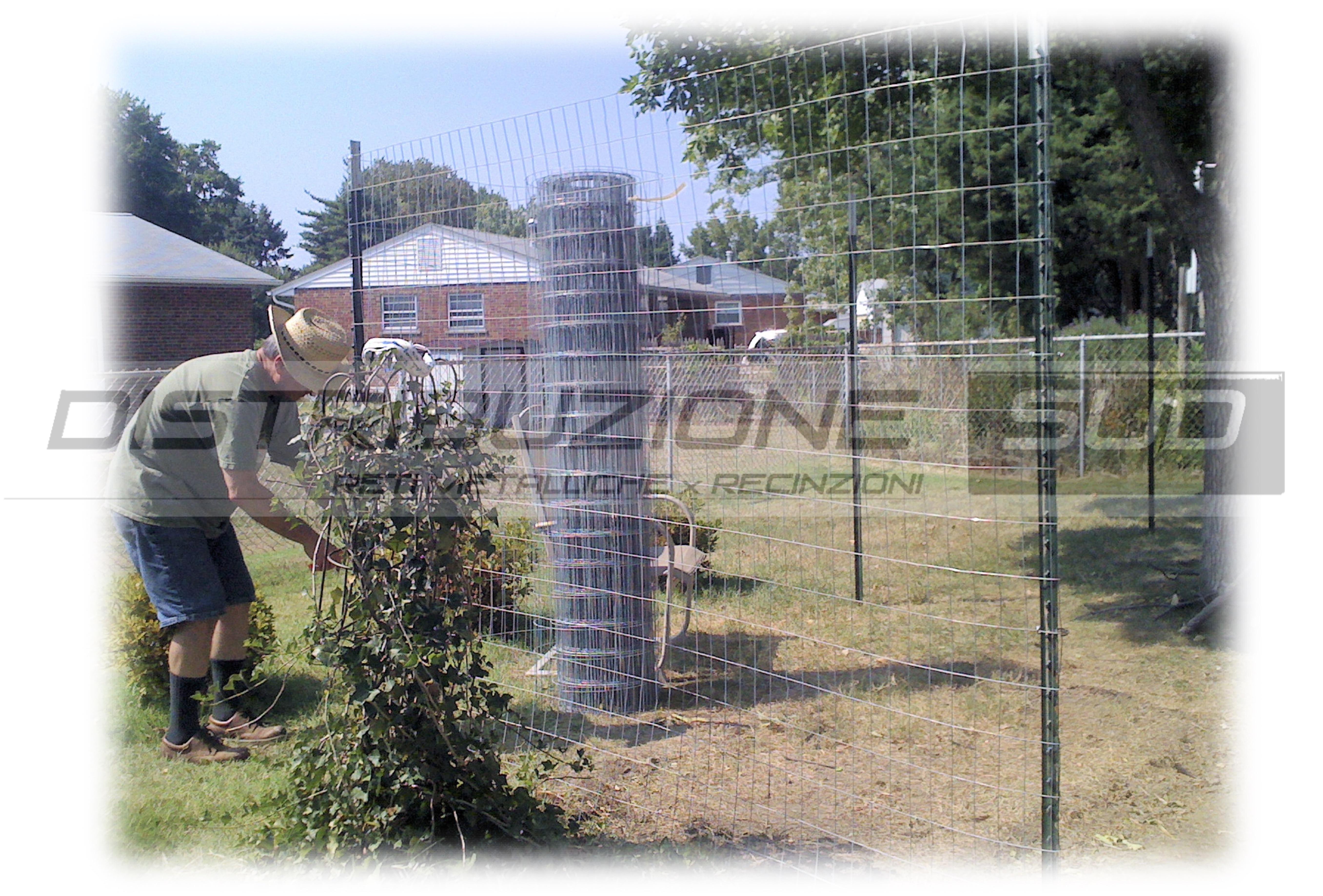 Posa del Kit rete elettrosaldata 5x7 con pali verdi